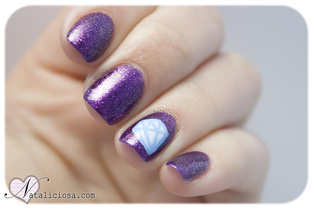 unas uñas pintadas de diamantes brillantes lujosas